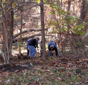 3-Halloween 2015 Powhatan Park Cleanup, invasive removals and planting 018 (7)